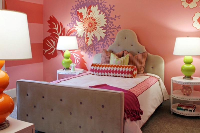 Интерьер с розовыми обоями