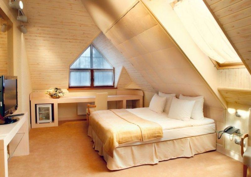 Дизайн спальни на крыше