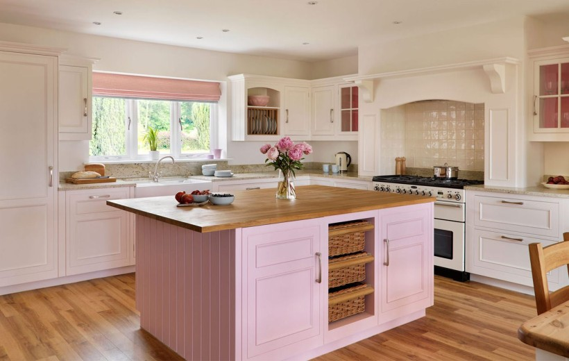 Дизайн кухни в розовом цвете в эфире с