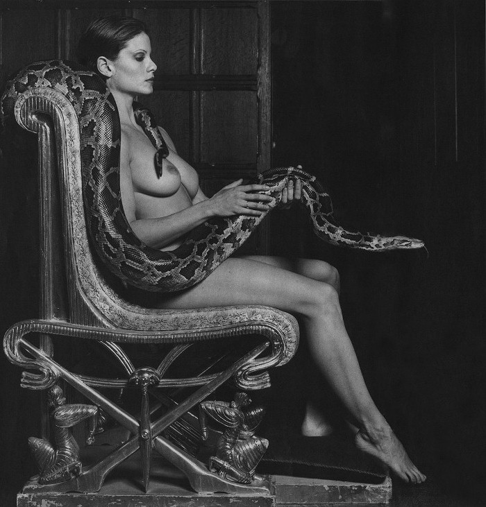 Женщины занимаются сексом со змеей онлайн