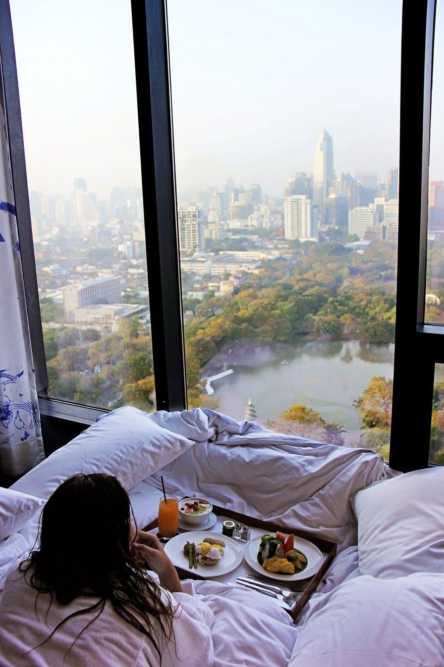 Панорамные окна фото девушка