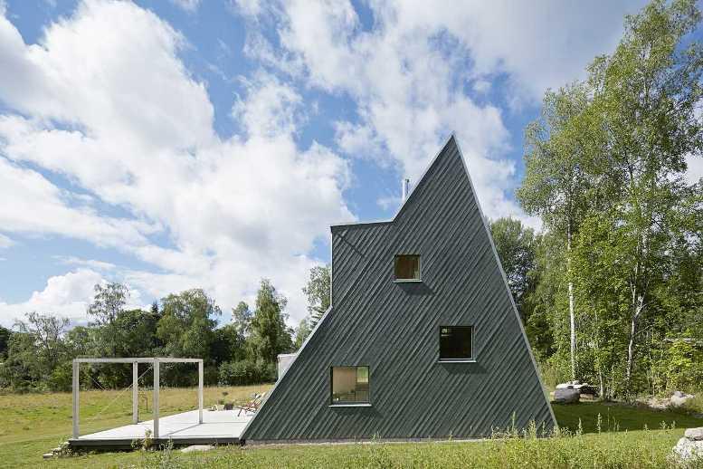 Деревянный дом-шалаш (фото)