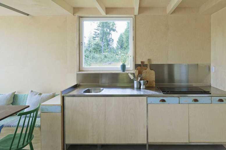 Кухня в доме-шалаше