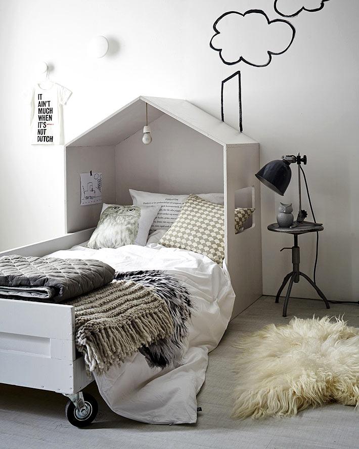 Двухъярусная кровать легко
