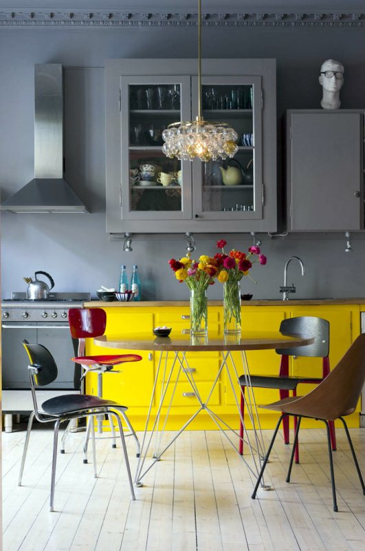 Сочетать в интерьере кухни серый цвет