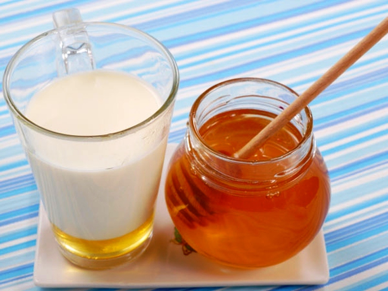 Молоко с маслом от боли в горле при беременности при болях в горле