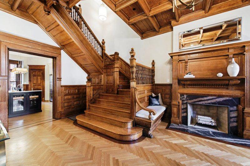 Трехэтажная квартира в классическом стиле
