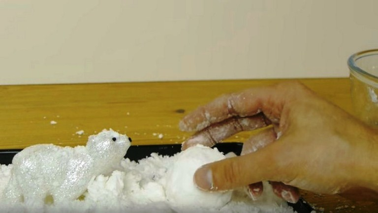Как сделать снежок из ваты и марли видео