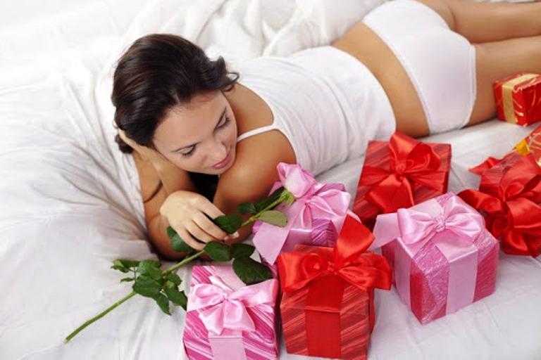Подарок любимой на 8 марта идеи купить цветы почтой аморфофаллюс