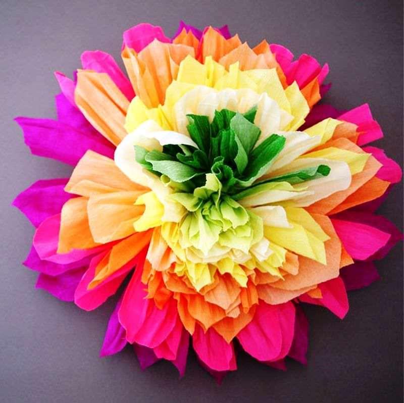 Как сделать цветы из гофрированной цветной бумаги