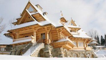 Деревянный дворец