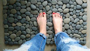Коврик для ванной из морских камней своими руками