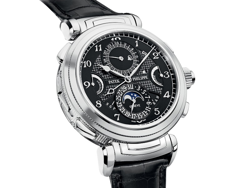 Классический орнаментальный дизайн часов был переработан в сторону гладкой  облицовки из белого золота. Это самая технически изощренная модель часов от  Patek ... 36616f45f64