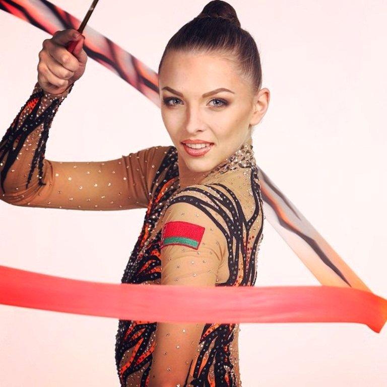 Белокурая гимнастка мишель, большие русские висячие сиськи