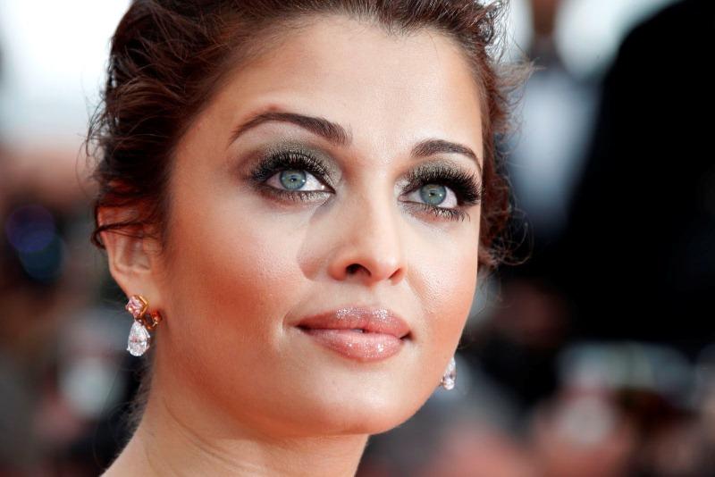 Модели и актрисы с самыми красивыми попами