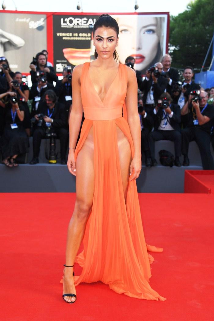 Самые откровенные платья знаменитостей уходящего года ... Ким Кардашьян в Красном Платье